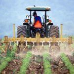 Правильная вспашка трактором - залог хорошего урожая