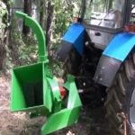 Выкорчевывание деревьев трактором и измельчение древесных отходов